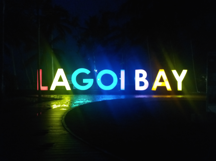 Lagoi bay-Entrance.png