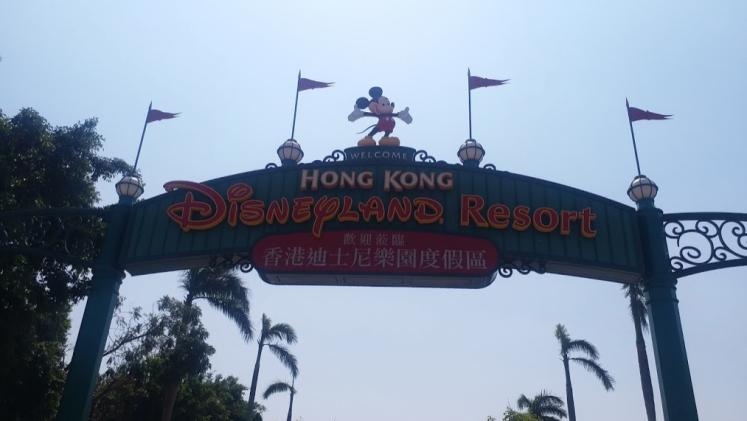 entrance Disney land hongkong.png